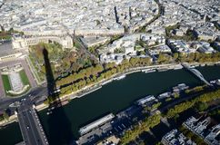 Torre Eiffel da opinião de Paris Seine River imagens de stock