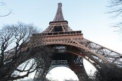 Torre Eiffel da parte inferior Fotos de Stock Royalty Free