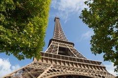 Torre Eiffel da sotto Immagine Stock