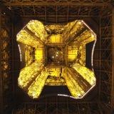 Torre Eiffel da sotto Fotografia Stock