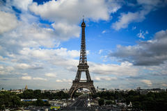 Torre Eiffel da vista distante Fotografia de Stock Royalty Free