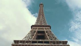Torre Eiffel de abaixo vídeos de arquivo
