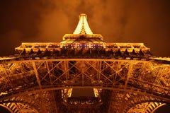 A torre Eiffel de baixo de 2 foto de stock