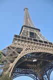 Torre Eiffel de la esquina imagen de archivo libre de regalías