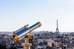 Torre Eiffel de negligência do telescópio turístico do telhado do PR Imagem de Stock