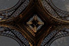 Torre Eiffel de París en la noche fotografía de archivo libre de regalías