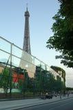 Torre Eiffel de París, Quai Branly Imágenes de archivo libres de regalías