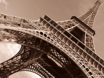 Torre Eiffel de Paris inclinada Imagem de Stock Royalty Free