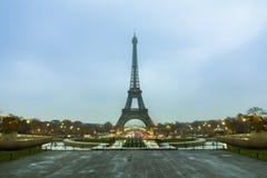 Torre Eiffel di Parigi al primo mattino Immagini Stock Libere da Diritti