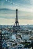 Torre Eiffel di Parigi da un punto di osservazione Fotografia Stock