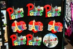 Torre Eiffel dos ímãs das lembranças de Paris Fotos de Stock Royalty Free