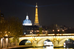 Torre Eiffel e cupola del Institut de Francia Immagine Stock