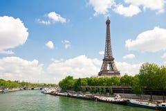 Torre Eiffel e Seine Imagens de Stock Royalty Free