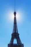 Torre Eiffel e sole, Parigi. Immagini Stock Libere da Diritti