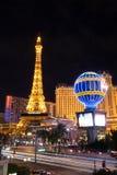 Torre Eiffel ed hotel Parigi Immagini Stock Libere da Diritti