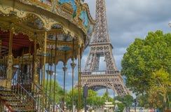 Torre Eiffel ed il carosello, Parigi Fotografia Stock Libera da Diritti