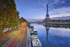 Torre Eiffel em Paris, France imagens de stock