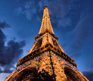 Torre Eiffel em Paris na noite Imagem de Stock Royalty Free