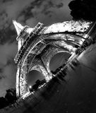 Torre Eiffel em Paris na noite Foto de Stock Royalty Free