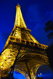 Torre Eiffel em Paris na noite Foto de Stock