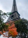 Torre Eiffel en automne de Paris Photographie stock libre de droits