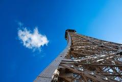 Torre Eiffel en día asoleado Imagenes de archivo
