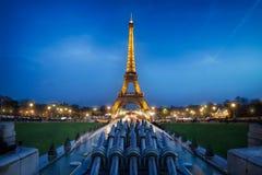 Torre Eiffel en la hora azul Fotografía de archivo