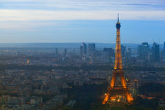 Torre Eiffel en la noche Fotos de archivo