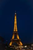 Torre Eiffel en la noche Fotografía de archivo libre de regalías