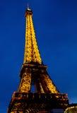 Torre Eiffel en la noche, Francia Foto de archivo libre de regalías