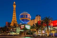 Torre Eiffel en la noche Las Vegas Imagenes de archivo