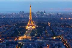 Torre Eiffel en la noche, París, Francia Fotos de archivo libres de regalías