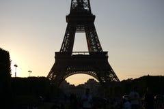 Torre Eiffel en la puesta del sol foto de archivo