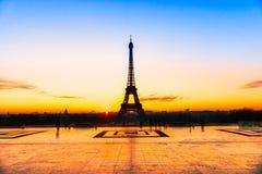 Torre Eiffel en la salida del sol, París Fotografía de archivo libre de regalías