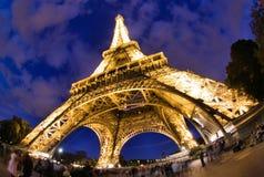 Torre Eiffel en París en la noche Imágenes de archivo libres de regalías