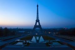 Torre Eiffel en París, Francia. Foto de archivo