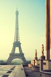 Torre Eiffel en París por la mañana Vintage stylized#1 Foto de archivo