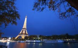 Torre Eiffel entro la notte Fotografia Stock Libera da Diritti