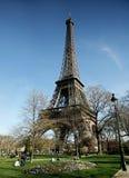 Torre Eiffel in giorno pieno di sole Fotografia Stock Libera da Diritti
