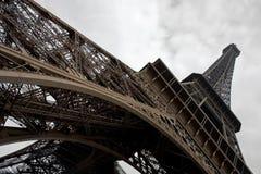 Torre Eiffel a grandangolare. Immagine Stock