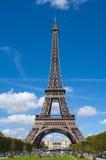 Torre Eiffel, icono francés y global de París - foto de archivo libre de regalías