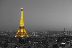 Torre Eiffel iluminada con París blanco y negro Fotografía de archivo libre de regalías