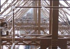 Torre Eiffel interna Fotografia Stock Libera da Diritti