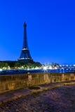 Torre Eiffel na hora azul Fotos de Stock Royalty Free
