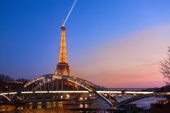 Torre Eiffel na iluminação festiva ao aniversário Foto de Stock