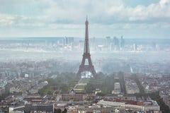 Torre Eiffel na névoa paris Imagem de Stock