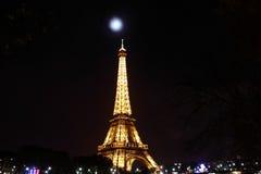 Torre Eiffel na noite Fotos de Stock