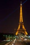 Torre Eiffel na noite Fotos de Stock Royalty Free