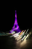 Torre Eiffel na noite em Paris Imagens de Stock