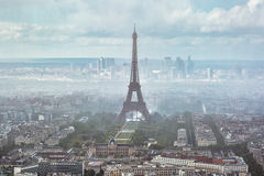 Torre Eiffel in nebbia parigi Immagine Stock